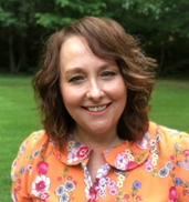 Photo of Mawnie Belcher, Fine Arts Program Assistant, Whitley County Cooperative Extension Fine Arts Center